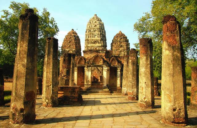 Templos de Wat Si Sawai en Sukhothai