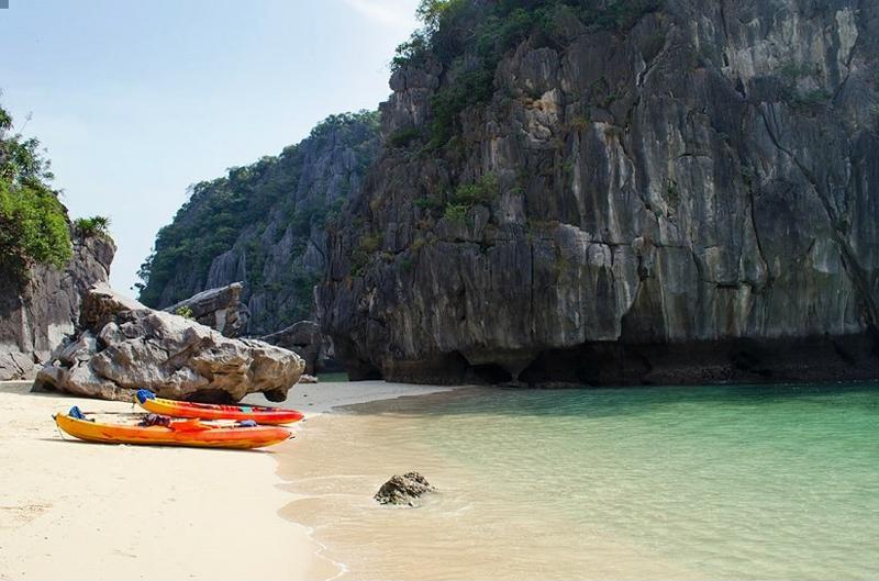 La playa de los 3 melocotones en Halong