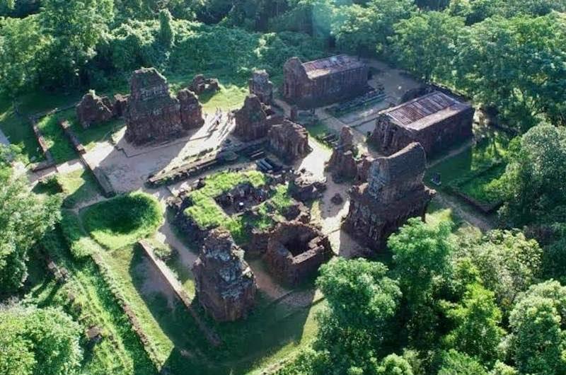 Vista aérea de las ruinas de templos de My Son