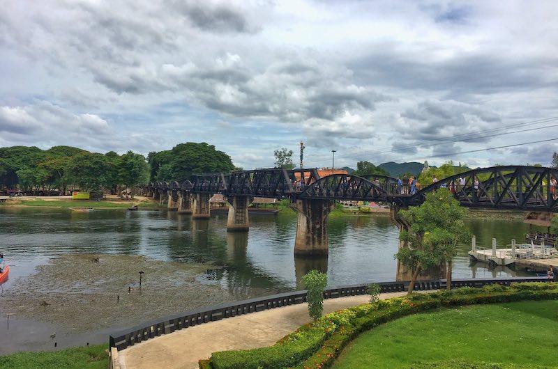 Paisajes y puente de rio kwai