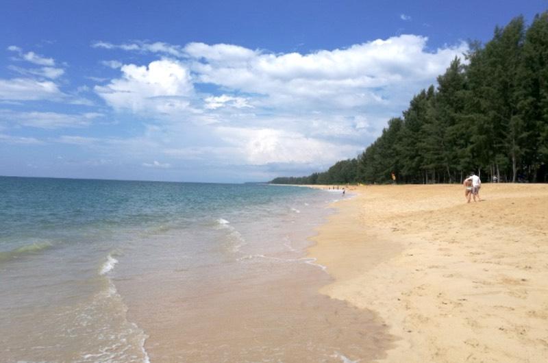Playa de Mai Khao