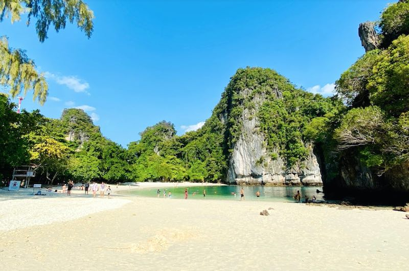 Playa de la isla de Koh Hong en Krabi
